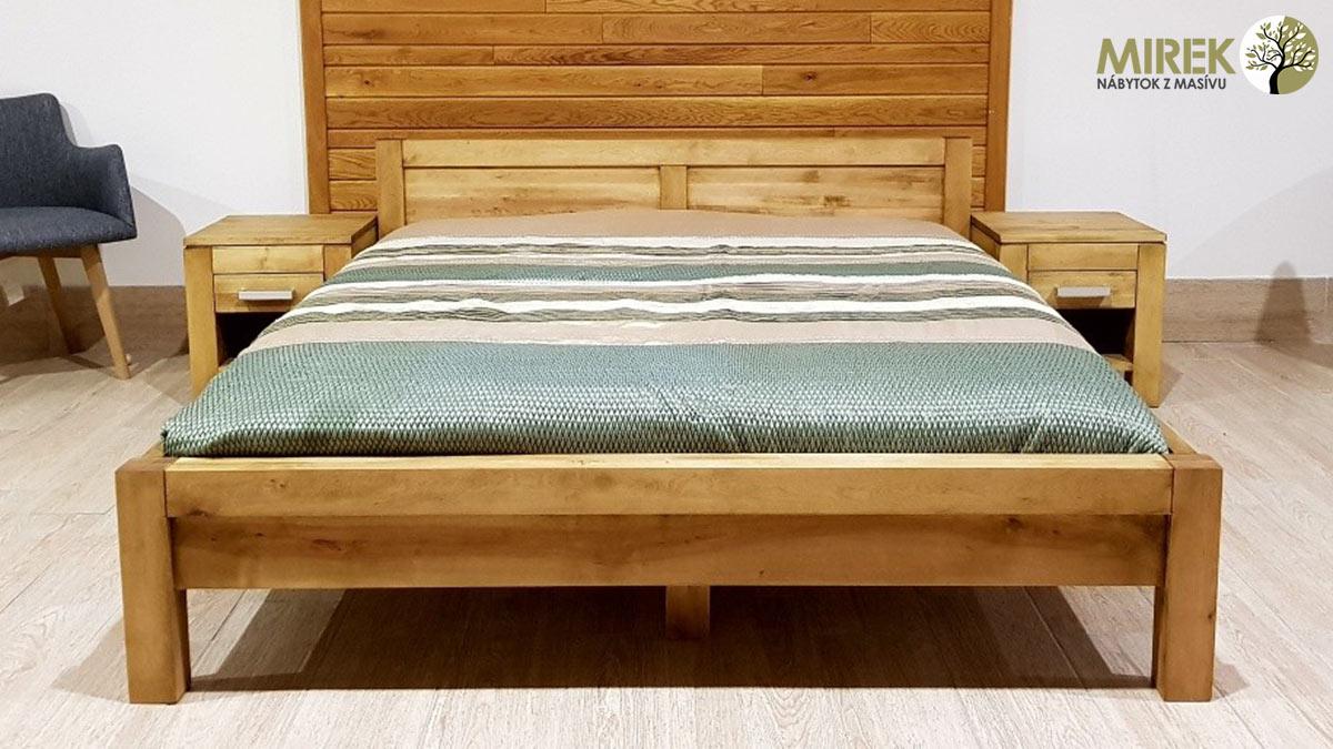 Postele podľa materiálu: Brezová posteľ v obľúbenom modernom dizajne môže byť morená do rôznych odtieňov. Včetne odtieňu antik.