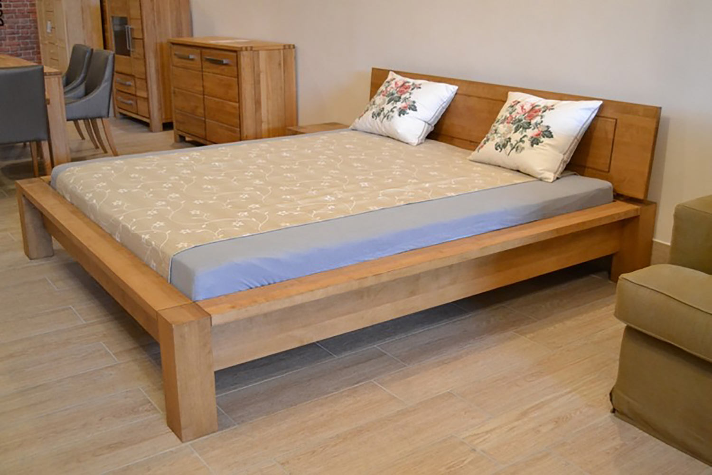 Masívna moderná posteľ 200x200 cm z brezového dreva. (Výrobca: NÁBYTOK MIREK)