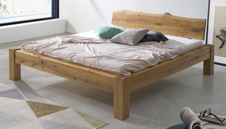 Čistý dizajn, čisté drevo – to je masívna drevená dubová posteľ Janov. (Výrobca: NÁBYTOK MIREK)