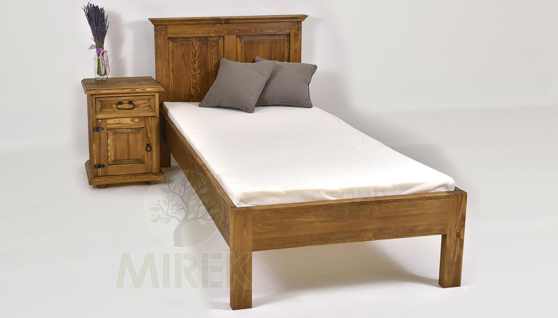 Vidiecka drevená postel pozdvihne nielen starožitný interiér chalupy, ale dodá nádych romantiky aj do štýlových detských izieb či tradičných interiérov starších zástavieb.