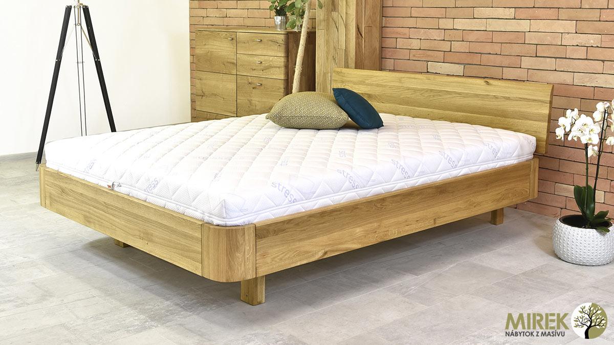 Postele podľa materiálu: Dubová posteľ z výrobnej produkcie slovenského výrobcu NÁBYTOK MIREK.